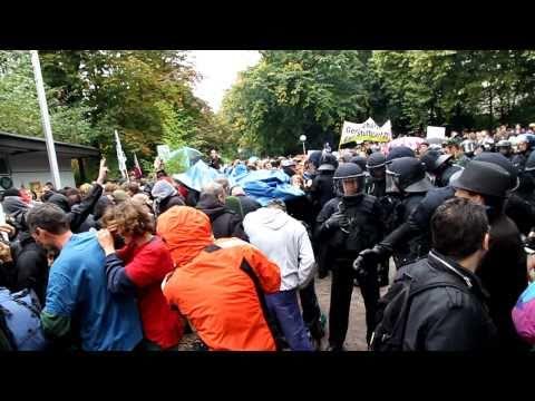 Polizei attackiert Demonstranten mit Reizgas (auch Beschreibung lesen!) (S21)