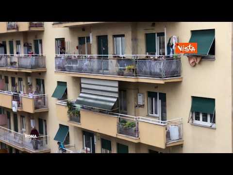 L'inno d'Italia cantato da balconi e finestre in tutto il Paese