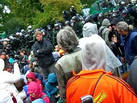 Polizeigewalt Stuttgart 21 30.9. Pfefferspray gegen friedliche Bürger Part1