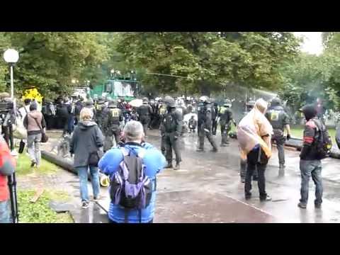 Stuttgart 21_ Unsere Polizei - Einsatz im Schlossgarten Tag