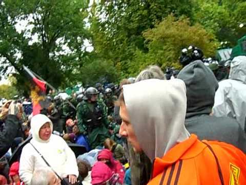 Polizeigewalt Stuttgart 21 30.9. Pfefferspray gegen friedliche Bürger Part2