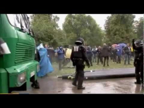 Stuttgart 21 Polizeigewalt bei Demonstration im Schlossgarten 30.09.2010 Wasserwerfer Reizgas SEK