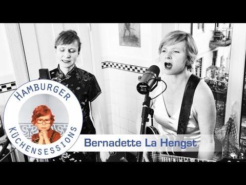 "Bernadette La Hengst ""Wem Gehört Die Parkbank"" live @ Hamburger Küchensessions"