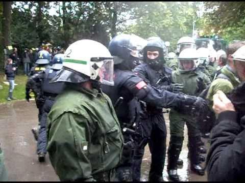Polizeieinsatz S21 im Park9 .AVI